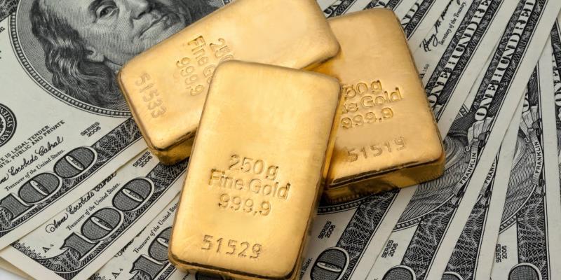 Золото: цена снижается на фоне укрепления доллара