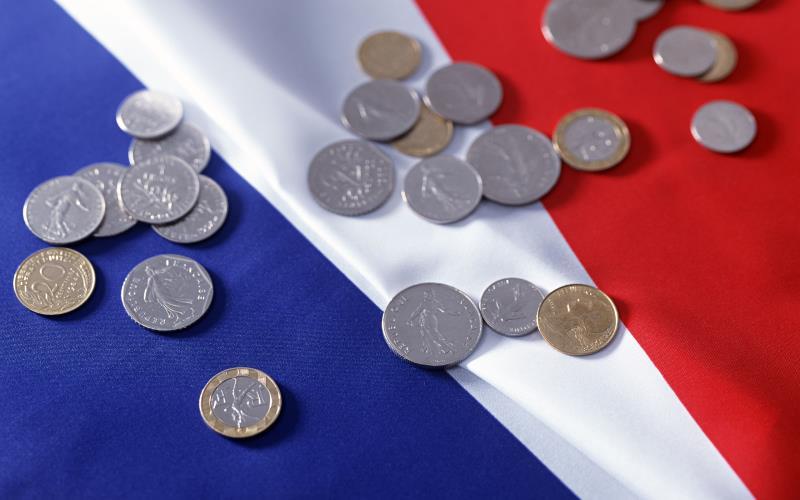 Франция увеличит ежемесячную поддержку бизнеса