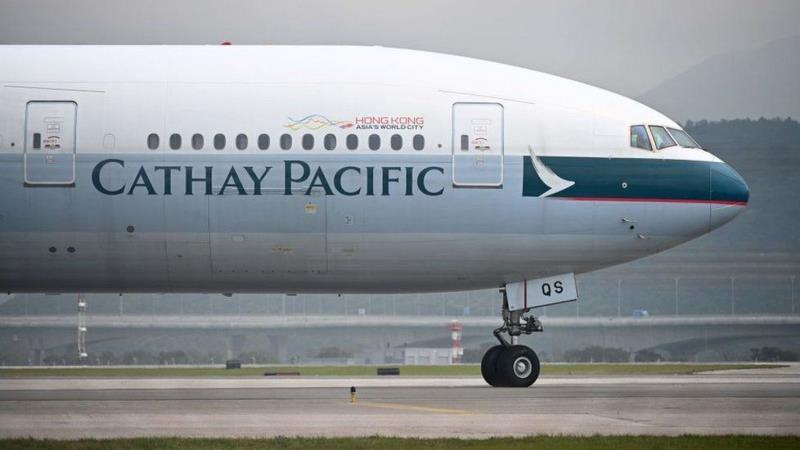 Авиаперевозки Cathay Pacific сократились в январе