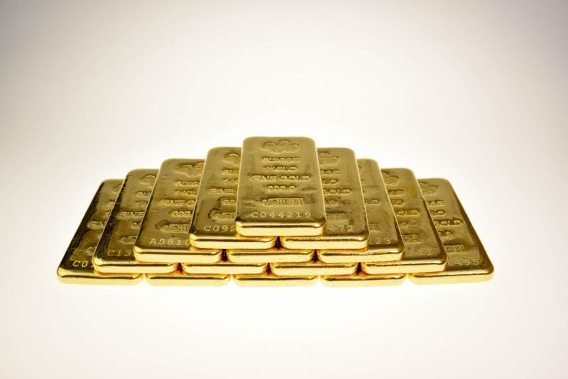 Цена на золото снижается четвертый день подряд