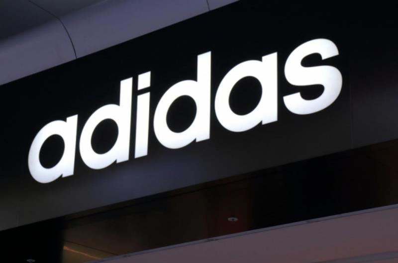 Adidas: чистая прибыль снизилась в 2020 году в 4,6 раза