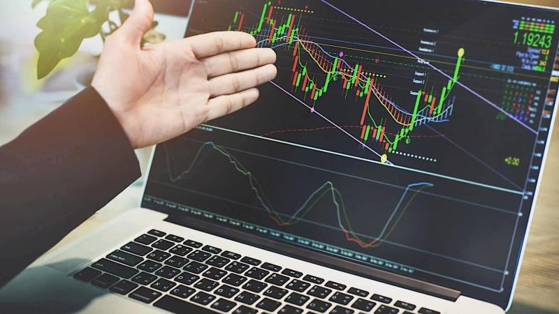 Бумаги крупных технологических компаний снижаются