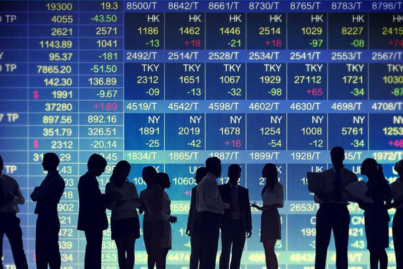 На биржах Шанхая и Шэньчжэня снизились индексы