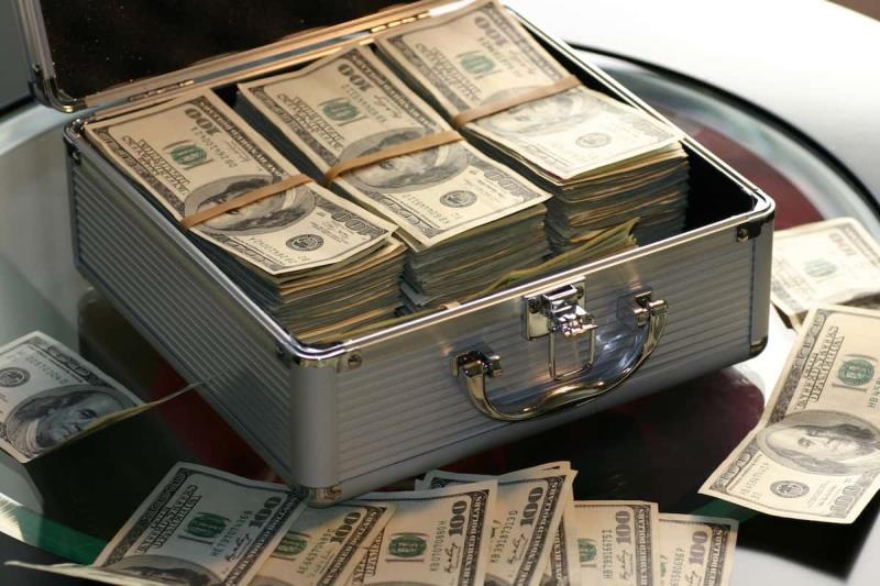 Стоит ли инвестировать в ценные бумаги Apple и Amazon