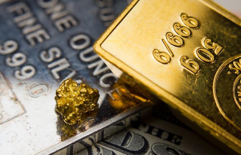 США: золото дешевеет на решении ФРС