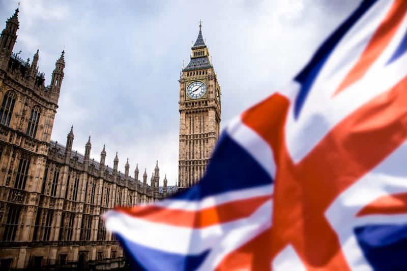 Доверие британских потребителей упало до минимума